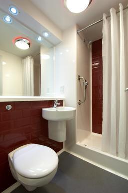 Aldershot - Double bathroom