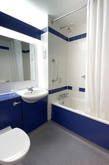 Cardiff Central - Double bathroom