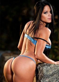 Photo of Michelle in a thong bikini[17]