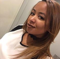 Selfie of Maria Velez wearing achoker[7]