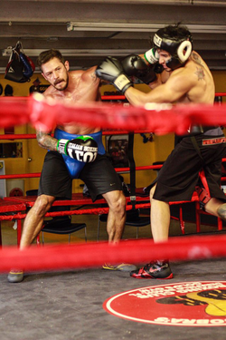 Kaio Goncalves boxing against professional boxer