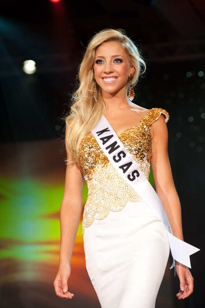 Photo Of Olivia Harlan Winning Miss Kansas Teen Usa Ef Bb Bf