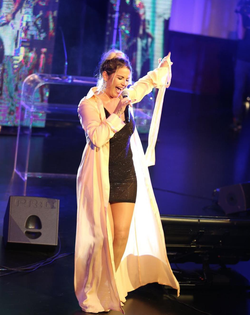 Katia Aveido Ronaldo performing live.