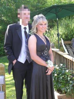 Kayla Sprinkles at her prom [4]