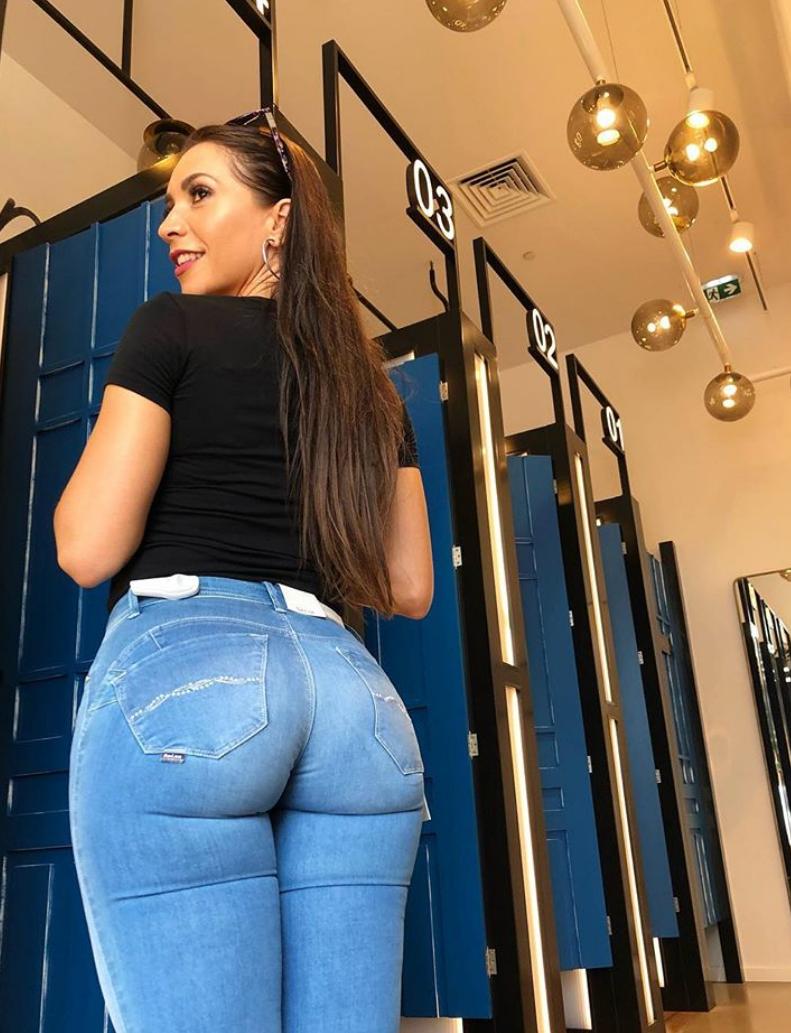 большие круглые задницы с джинсами в жопу на улицах москвы создали