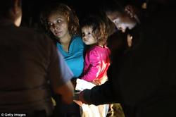 Sandra holding her daughter, Yanela