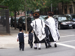 Ultra-Orthodox Jewish (יהודי) residents in Brooklyn. Brooklyn's rapidly expanding Jewish community is the largest in the United States, with approximately 600,000 individuals.[3]