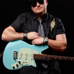 Munk Duane w/ Reverend Six Gun Guitar