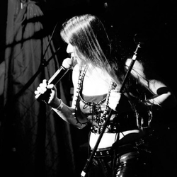 Melody Schoenfeld, vox