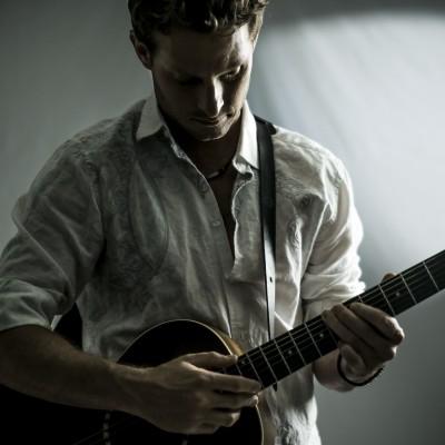 Sam Sims Guitar Photo
