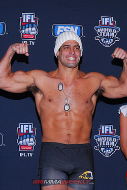 Daniel Gracie at weigh-ins