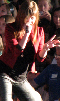 Lovato performing during the Demi Live! Warm Up Tour in 2008