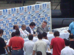 Roberto Carlos in Corinthians signing ceremony