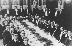 Second banquet meeting of the Institute of Radio Engineers, 23 April 1915. Tesla seen standing in the center.
