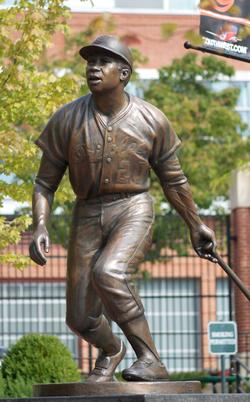 Frank Robinson statue by Antonio Tobias Mendez.