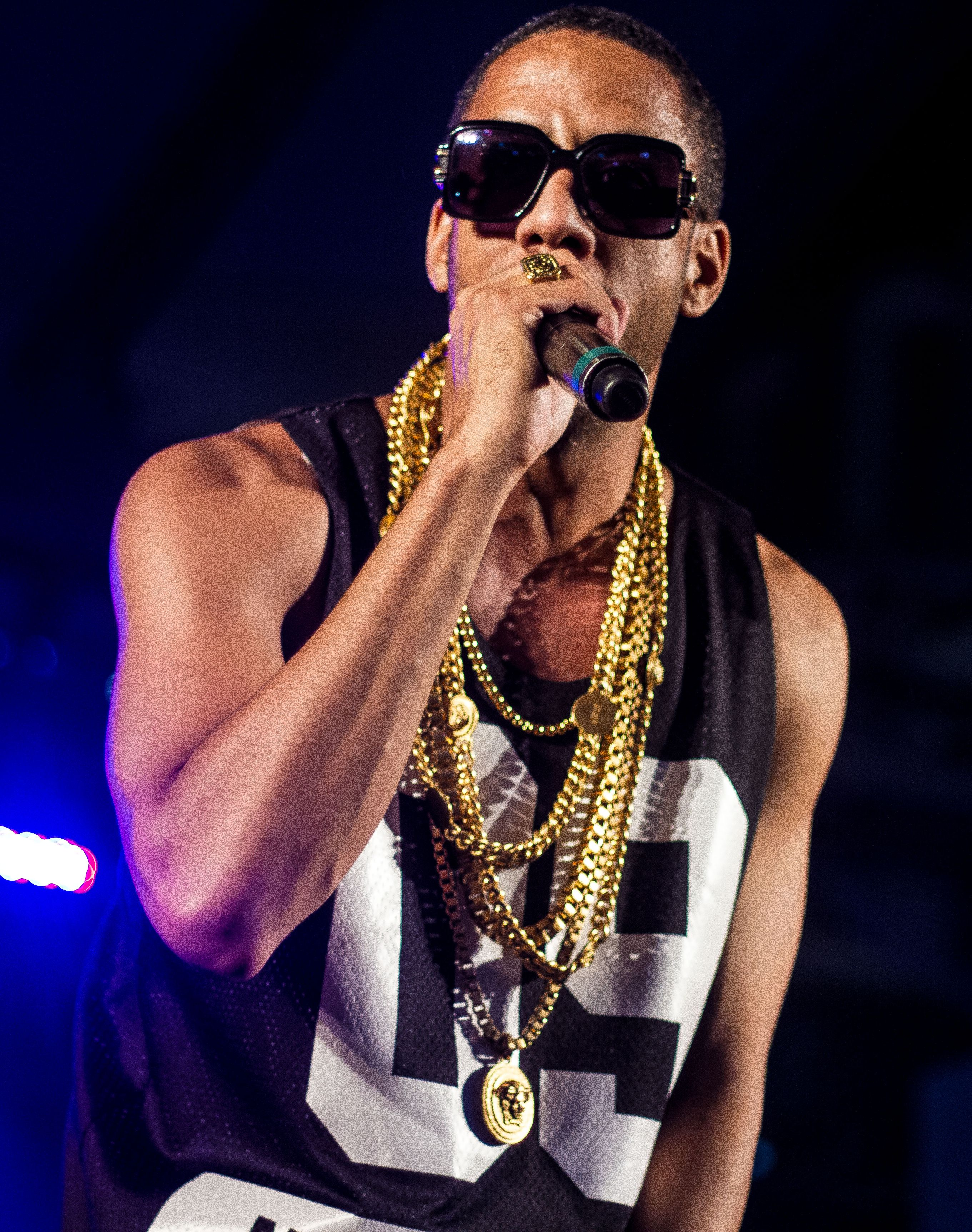 Ryan Leslie performing at the Manifesto 8th Year (2014) in Toronto.
