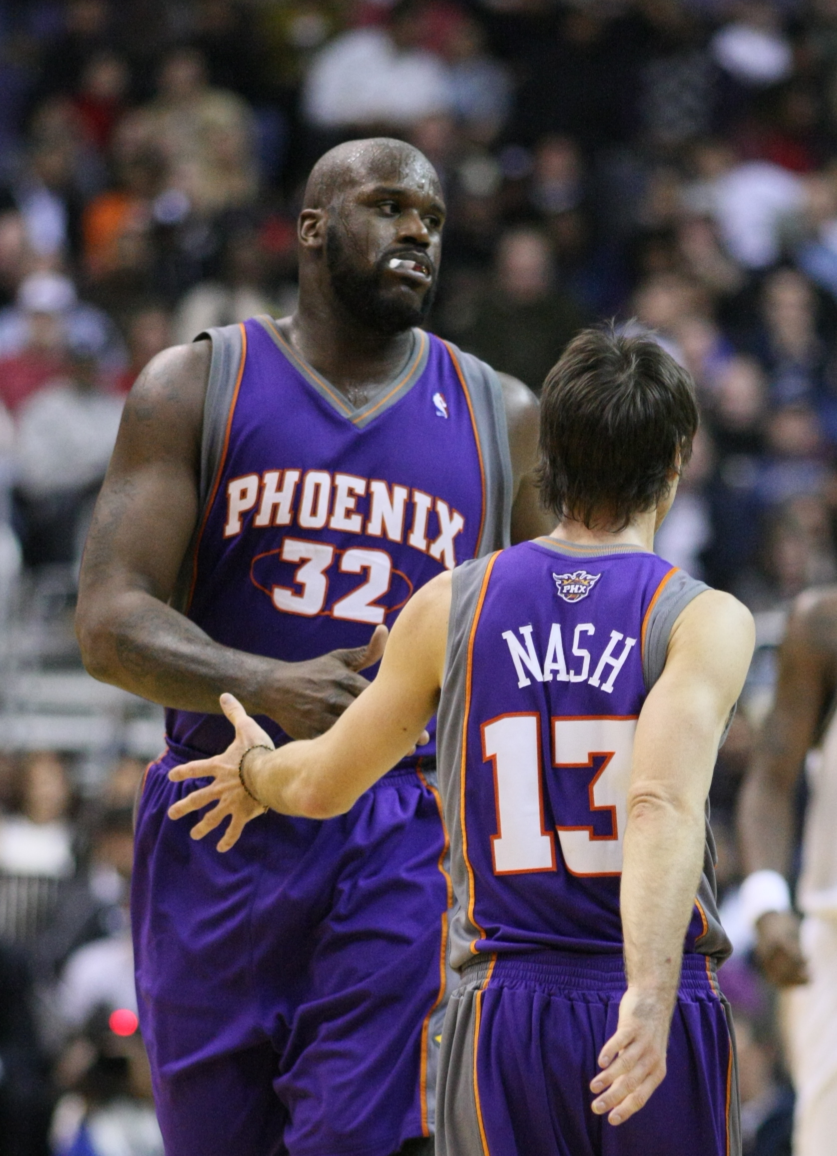 O'Neal with Phoenix teammate Steve Nash.