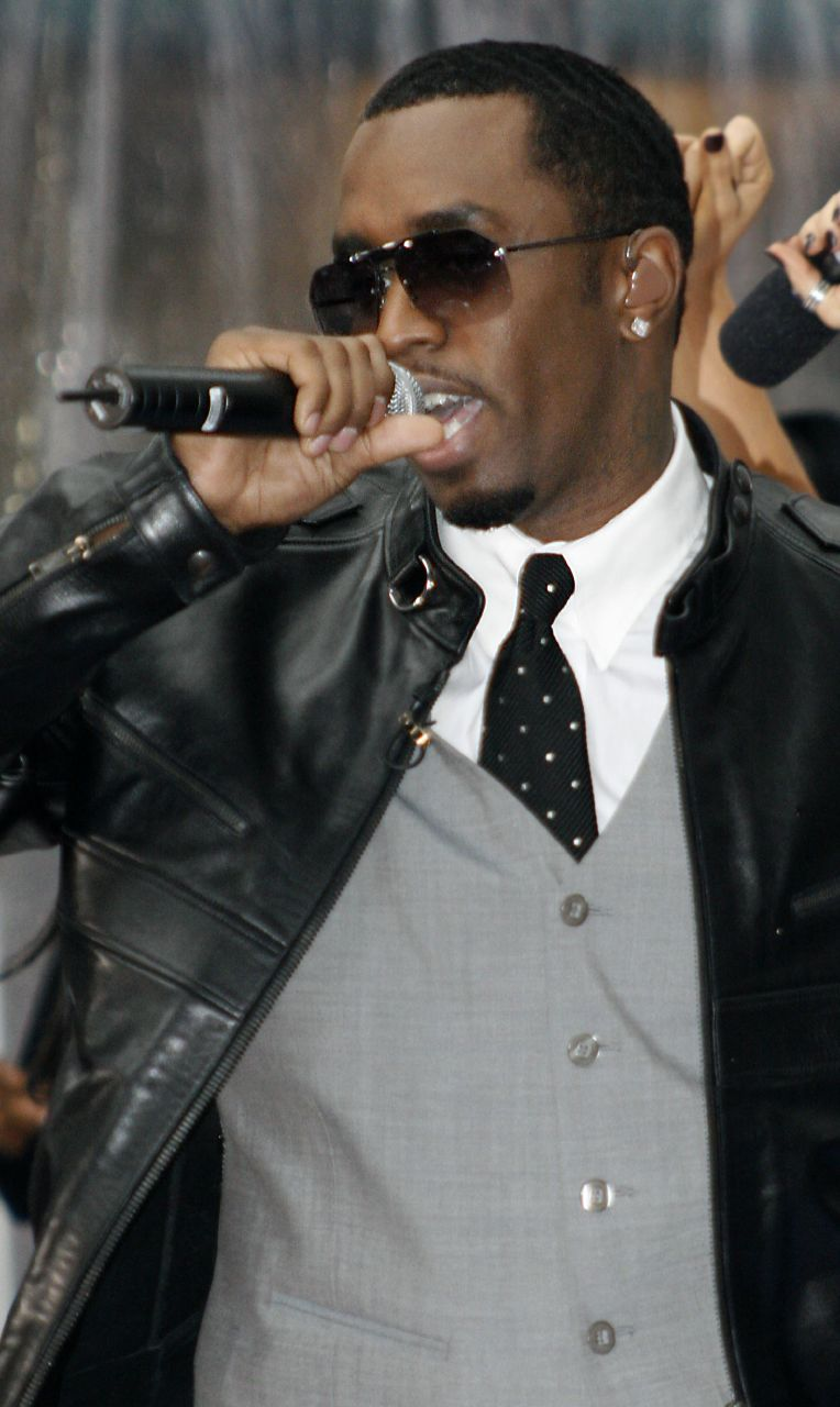 Combs performing in 2006
