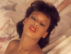 A face forward photo of Faybella