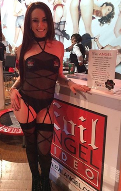Photo of Mandy at the AVN Adult Entertainment Expo [8]