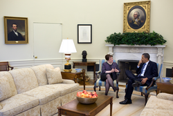 Kagan meets with Obama in the Oval Office, April 2010.