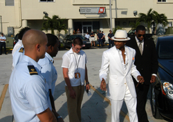 Usher arriving in Miami, Florida, to attend the 2004 MTV Video Music Awards
