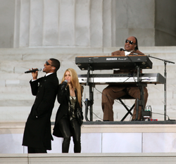 Usher performing with Stevie Wonder and Shakira at the We Are One: The Obama Inaugural Celebration at the Lincoln Memorial