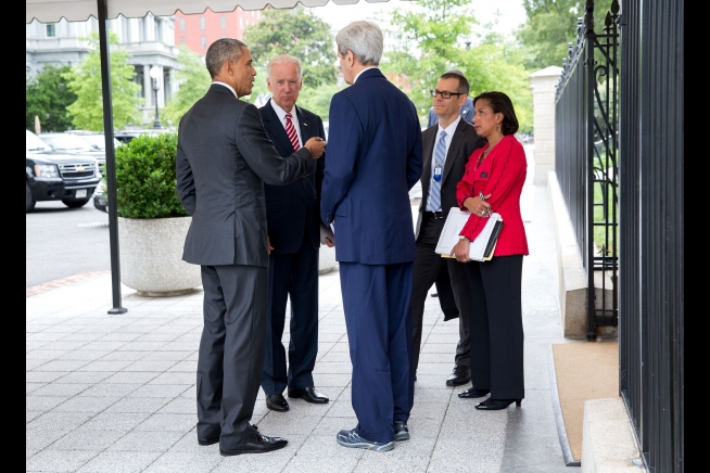 President Barack Obama talks with Vice President Joe Biden, Secretary of State John Kerry, Colin Kahl, National Security Advisor to the Vice President, and National Security Advisor Susan E. Rice outside the West Wing of the White House, July 15, 2015.