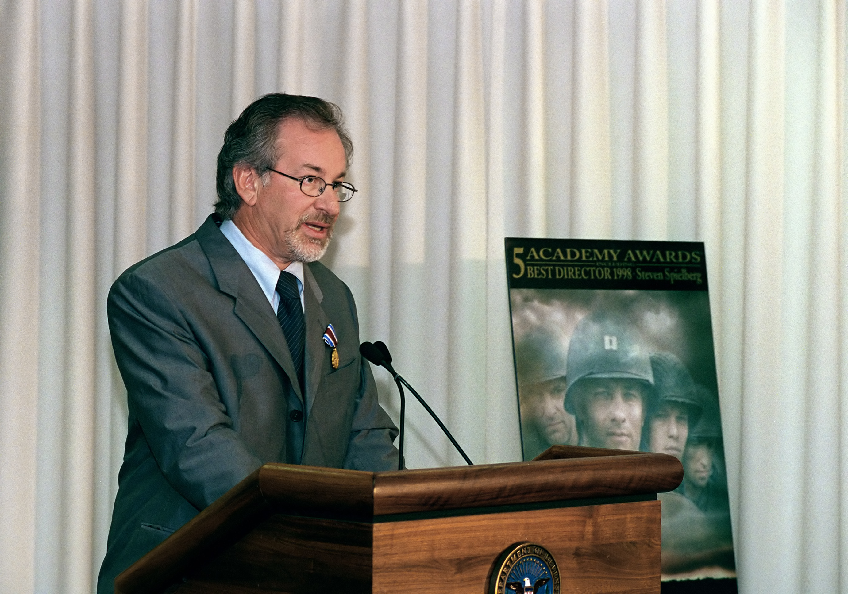 Spielberg speaking at the Pentagon on August 11, 1999 after receiving the Department of Defense Medal for Distinguished Public Service from Secretary of Defense William S. Cohen