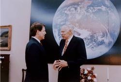 Glenn T. Seaborg with Gore in the White House during a visit of the 1993 Science Talent Search (STS) finalists on March 4, 1993