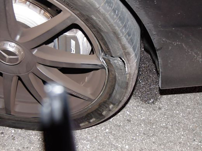 Woods destroyed tire on his 2015Mercedes-Benz S65 AMG