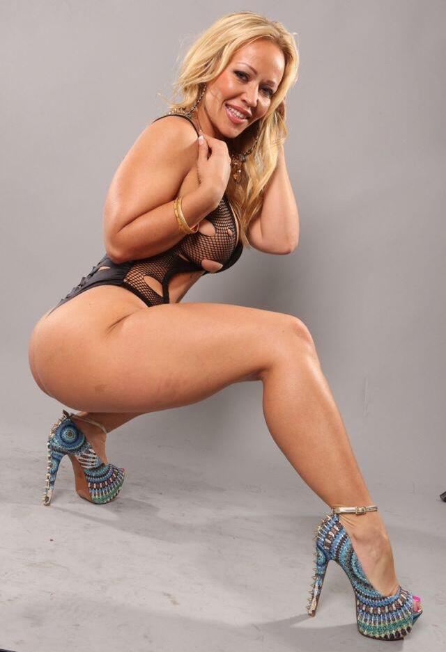 Big booty amazon pornstar aryana starr fucks latino hunk 4