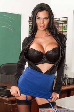 Another power photo of Jasmine Jae.