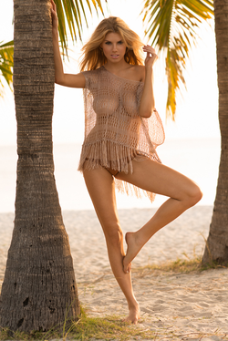 Charlotte McKinney[2]