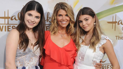 Lori Loughlin (middle) with daughters Olivia Jade Giannulli (R) and Isabella Rose Giannulli [20]​