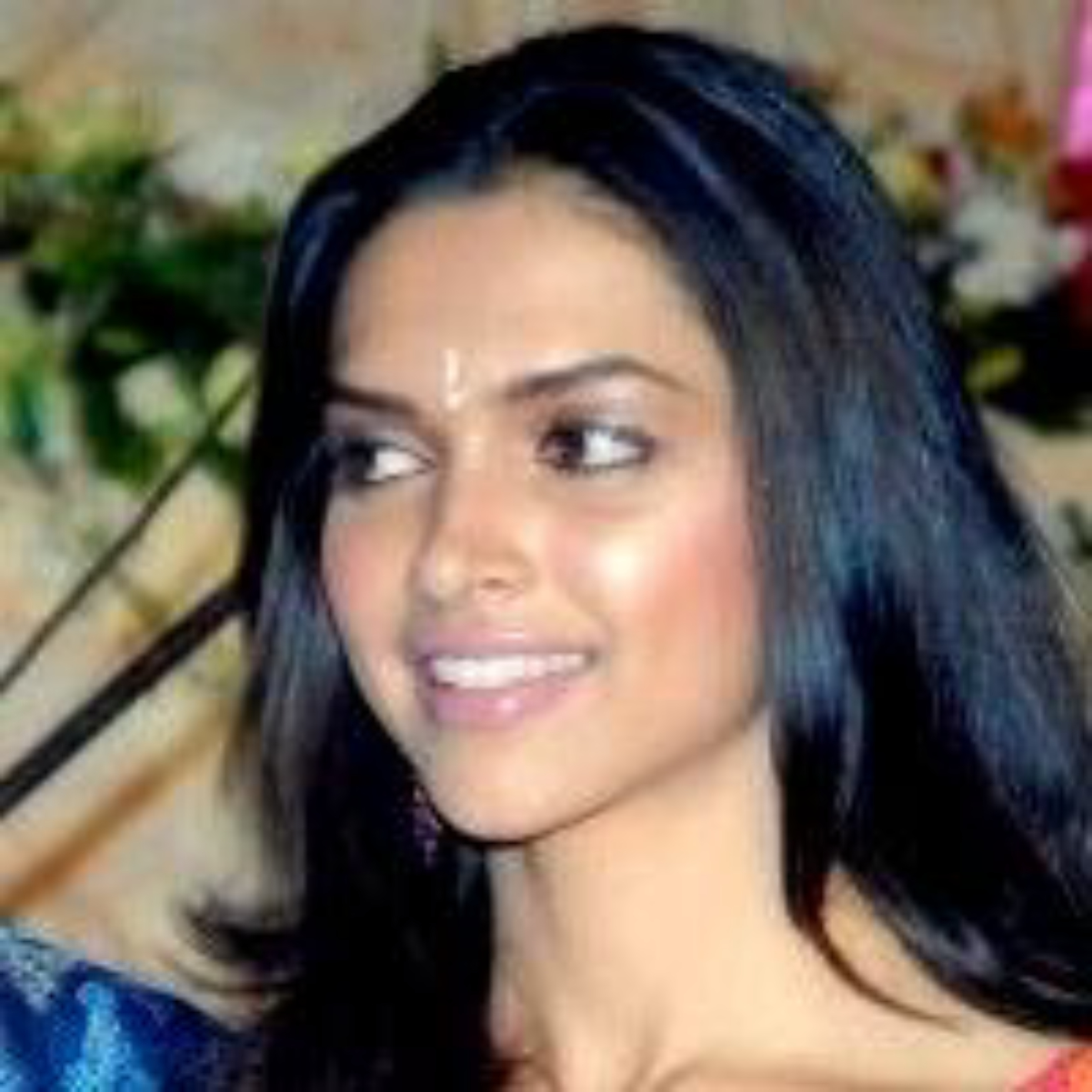 """<a href=""""/content/Indian_people"""" style=""""color:blue"""">Indian</a> actress <a href=""""/content/Deepika_Padukone"""" style=""""color:blue"""">Deepika Padukone</a> with raven black hair."""